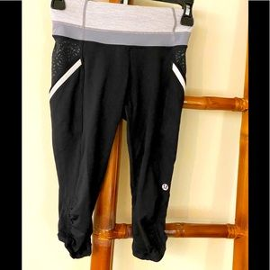 LULULEMON BLACK SIZE 2 RUN A  MARATHON CROP PANTS